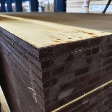 Underlayment Pineboard 20 mm 122x244 cm Recht kant (meubelplaat)