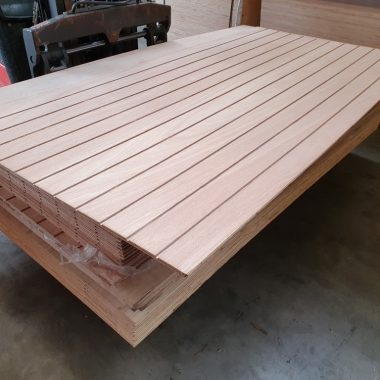 Hardwood siding 12 mm 122x244 cm