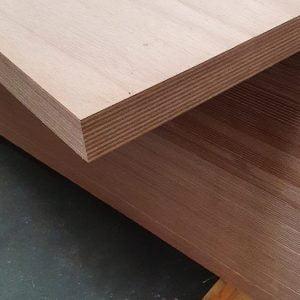 Okoume exterieur 40 mm 95x215 cm (deurplaat)