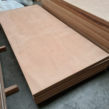 Okoume exterieur aluplex 40 mm 95x215 cm (deurplaat)